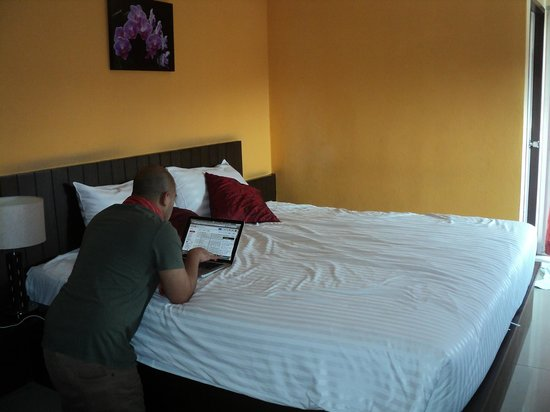 Great Residence Hotel : They have a firm king-size bed.