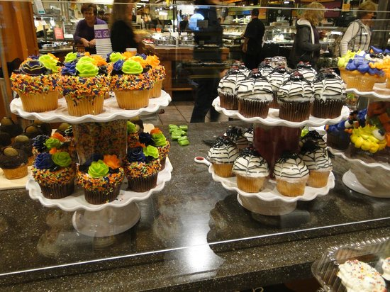 Cafe at Wegmans: Wegman's new cupcake section