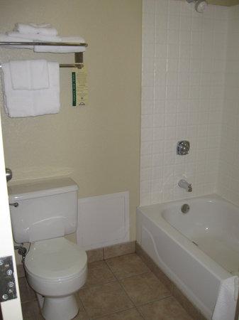 Days Inn Gettysburg: Bathroom