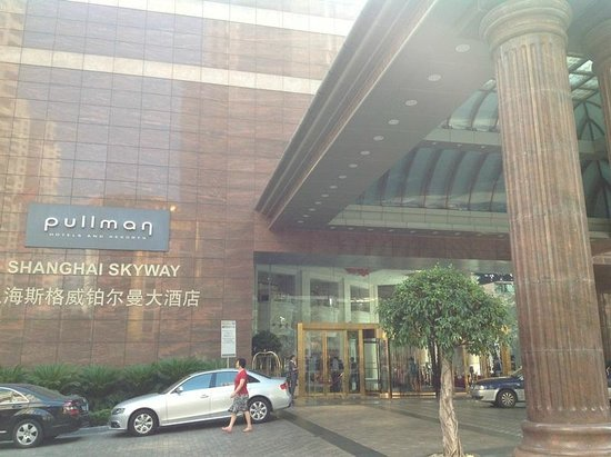 Pullman Shanghai Skyway Hotel: Entrance