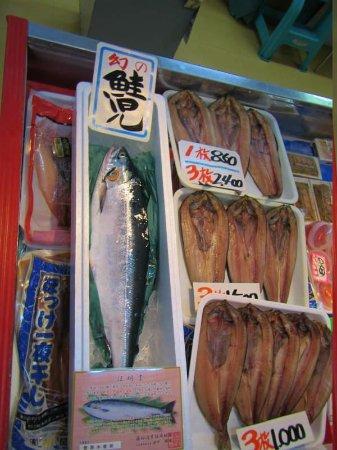 Shibetsu Salmon Park: 羅臼道の駅内売店