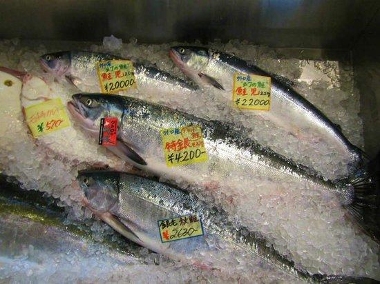 Shibetsu Salmon Park: ウトロ道の駅内売店