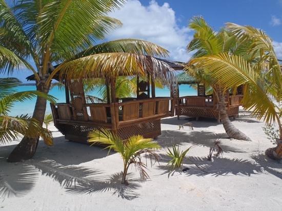 Aitutaki Lagoon Resort & Spa: day beds