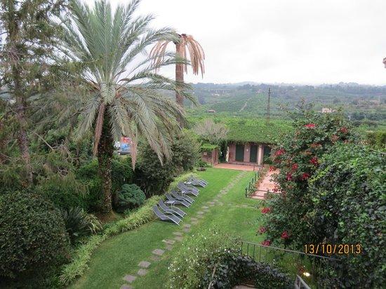 Etna Hotel : vue de la chambre sur le jardin