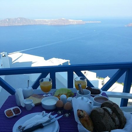 Langas Villas: private balcony breakfast