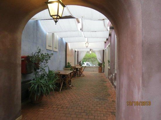 Etna Hotel : couloir devant des chambres
