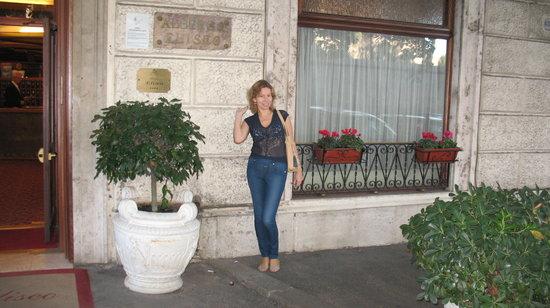 Hotel Eliseo: У отеля.