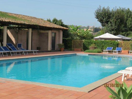 Etna Hotel : la piscine