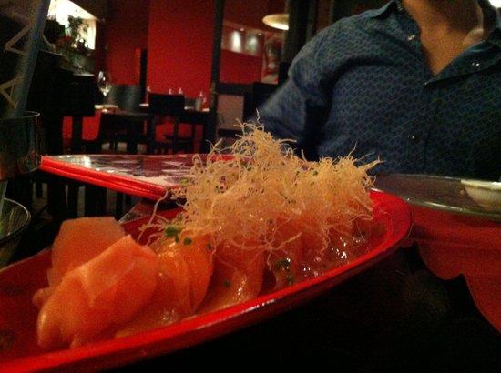 Sipan: niguiri de salmão