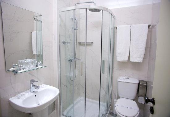 Hotel Aliados: Bathrooms