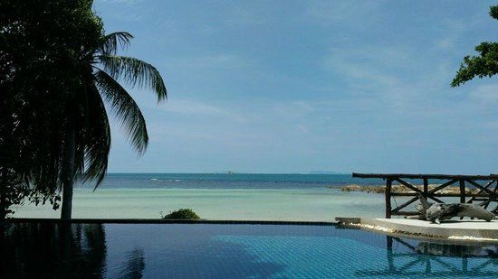 Beyond The Blue Horizon Villa Resort: View from the restaurant