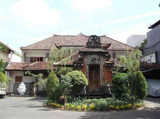 Taman Rosani Hotel & Villa: The grand entrance