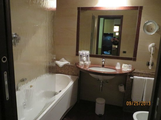 Kolbe Hotel Rome: Modern bathroom with bidet