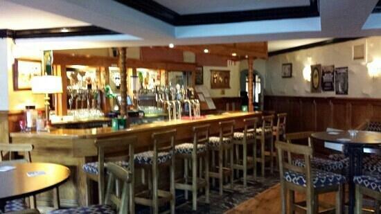 Careys Tavern: bar