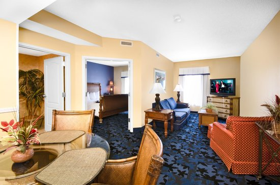 Hampton Inn & Suites Jacksonville South-St. Johns Town Center Area: Master Suite