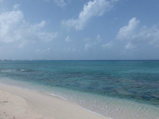 Seven Mile Beach: Beautiful beach