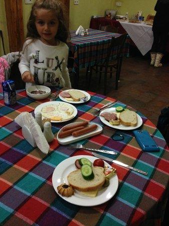 Hotel Marani Meidanze : Family made breakfast.