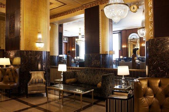 Hilton Milwaukee City Center: lobby