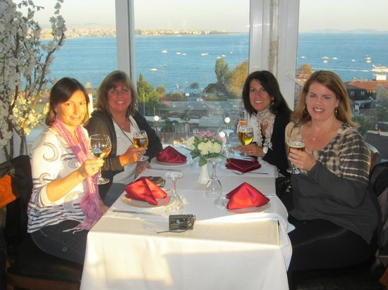 The Byzantium Hotel & Suites : Drinks on the roof!  They let us sit at a table even though we were only having drinks!