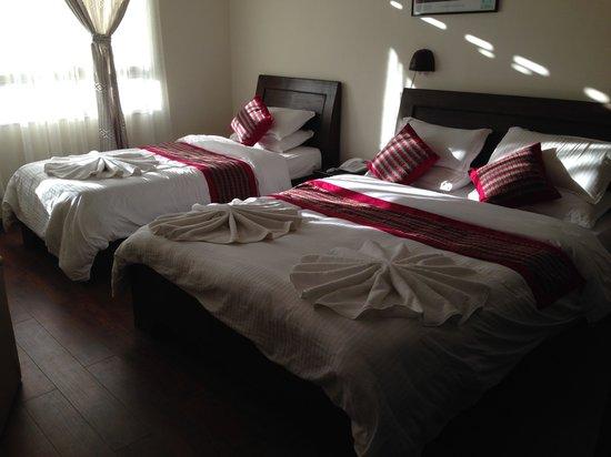 Kathmandu Home Hotel: nice bed