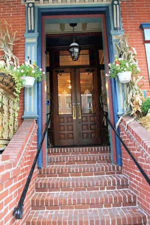 Inn at Jim Thorpe : Front door