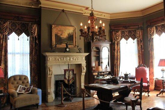 Conrad-Caldwell House Museum (Conrad's Castle): Parlor