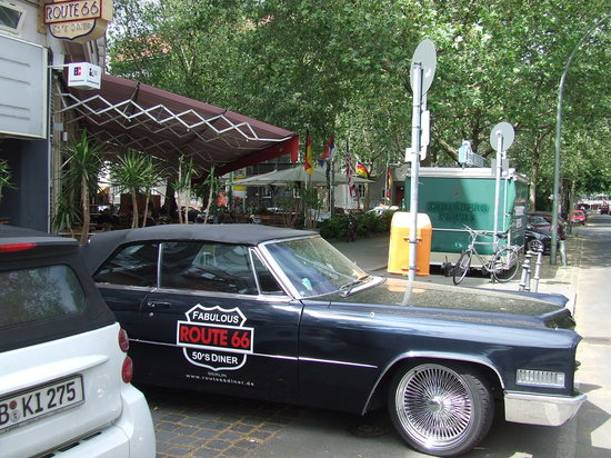 Fabulous Route 66 50s Diner: Outside