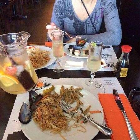 Restaurante Japones Wok Arc de Triomf: Начинаем пиршество
