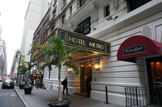 Hotel Metro: De la rue