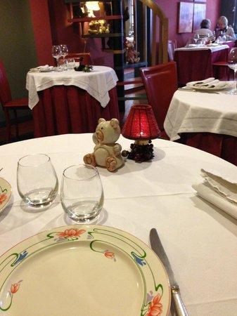 Le Cafe des Arts : Table bear