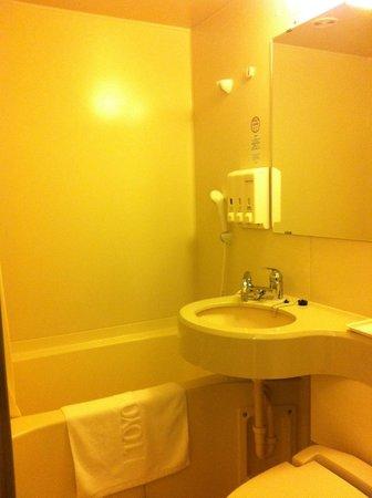 Toyoko Inn Hokkaido Hakodate Ekimae Daimon: Toyoko Inn Daimon Hakodate Double Room Bathroom