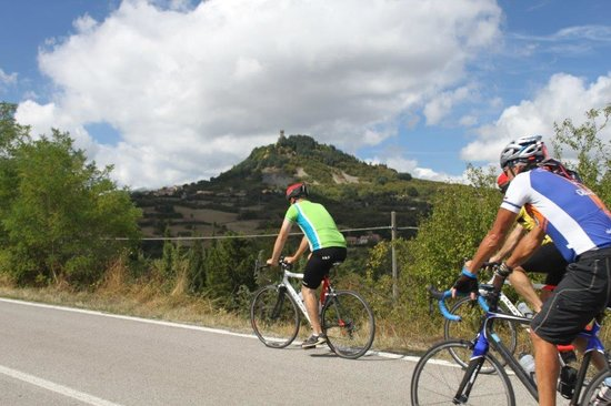 Cicloposse Bike Tours : climbing to Radicofani