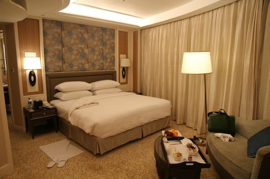 Edsa Shangri-La: very comfortable bed