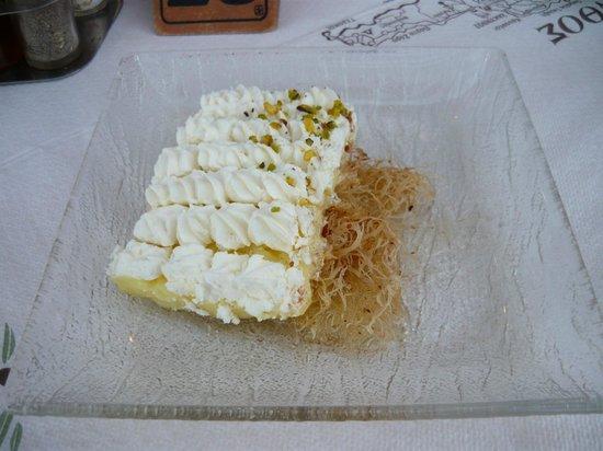Memories: Egnog. Desert z baklava i kremem jajecznym