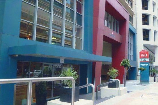 ibis Brisbane: Hotel Entrance