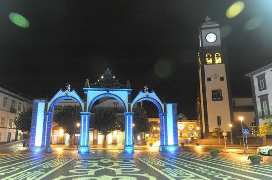 Portas da Cidade: ночное