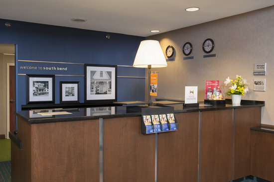 Hampton Inn & Suites South Bend: Our new Perfect Mix lobby provides you with a nice, relaxing atmosphere.