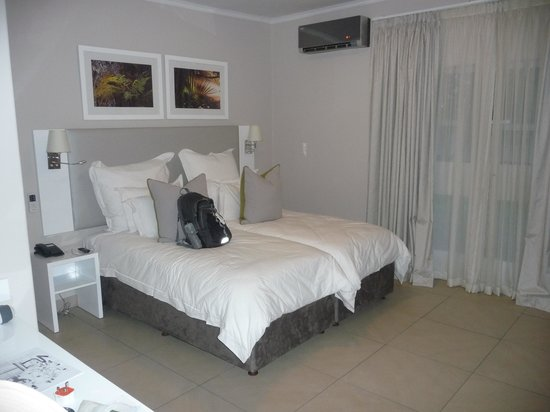 Cresta Sprayview Hotel: Bedroom for two