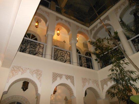 Riad Dollar Des Sables: Vue depuis le centre du Riad