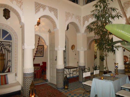Riad Dollar Des Sables: Vue de la salle centrale