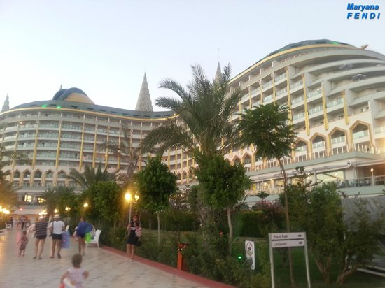 Delphin Imperial Hotel Lara : Территория, внутренний двор