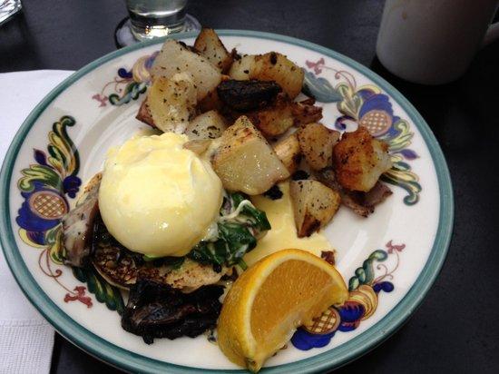 Zazie: Poached eggs Floentine
