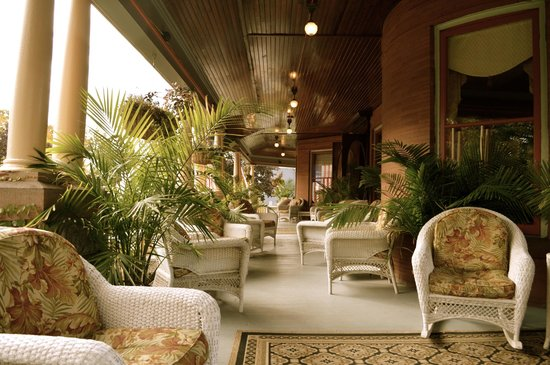 Union Gables Mansion Inn : The front porch