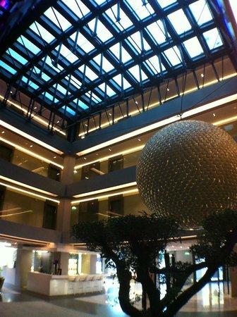 Hotel de Paris Saint-Tropez: Lobby and Sky-Pool