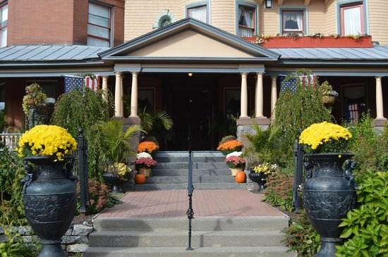 Union Gables Inn: The front of the house