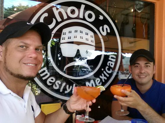 Cholos Homestyle Mexican Restaurant: Margaritas with plum powder - a must!