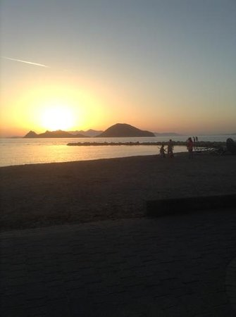 Sunset Beach Apartments : Günbatımı