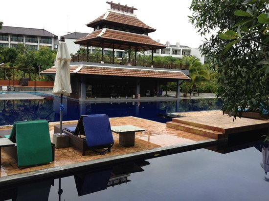 Ao Nang Naga Pura Resort & Spa: Вид на бассейн с балкона