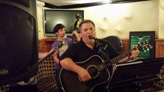 Careys Tavern: Live music