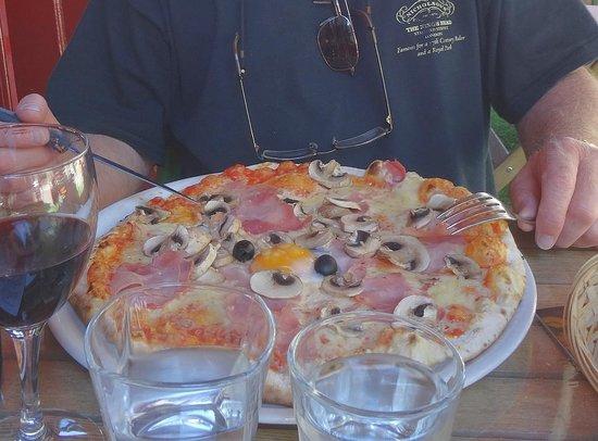 Le Commerson: La Commerson - Small Pizza!